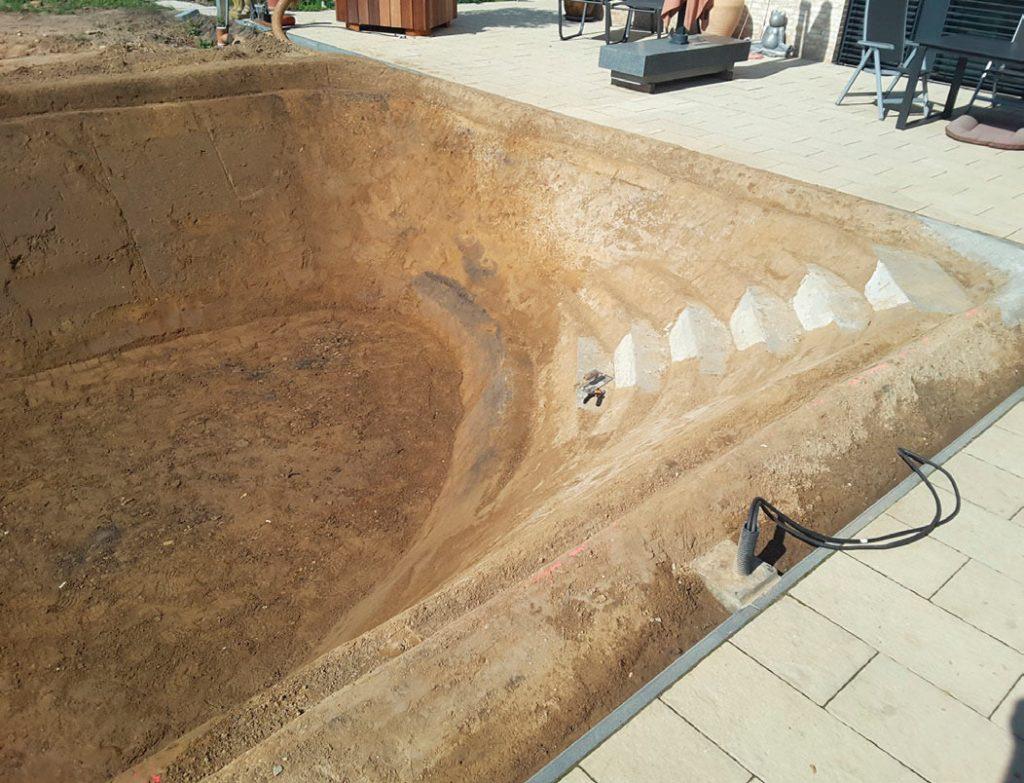 Schwimmteichbau in Gehrden vor der Fertigstellung